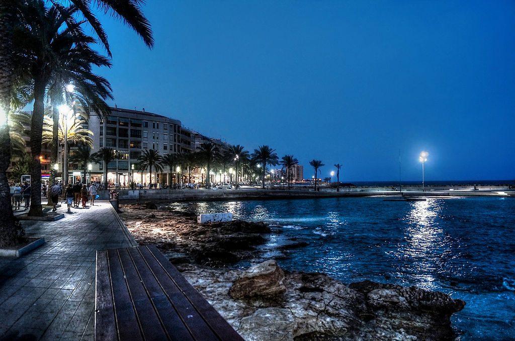 strandpromenaden i torrevieja