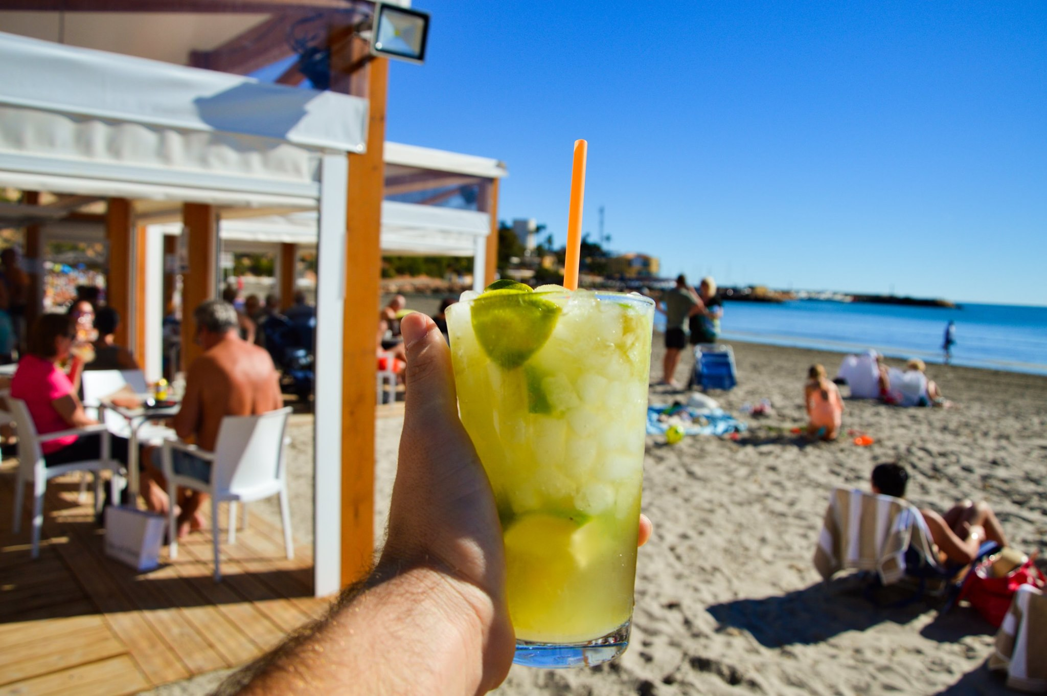 Caipirinha på strandbaren i la zenia